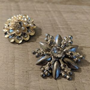 Jewelry - Vintage Flower Broaches